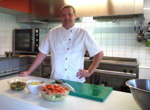Kocken Manu i köket